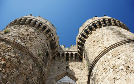 rhodes_grandmaster_palace_towers_entrance_900x563