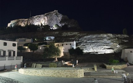 900-15-Lindows-townhall-square-acropolis-by-night-VD1_3906